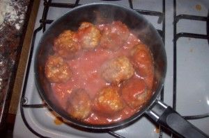 salsa-con-albondigas (Medium)