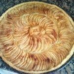 Tarta de manzanas con crema pastelera y canela